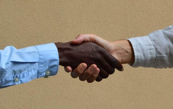 """Equivoci culturali tra """"Occidentali"""" e """"Africani"""": 5 punti di attenzione"""